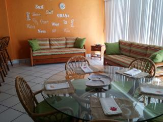 Ixtapa Condo~Sleeps 5-7~Pools and near beach, Ixtapa / Zihuatanejo