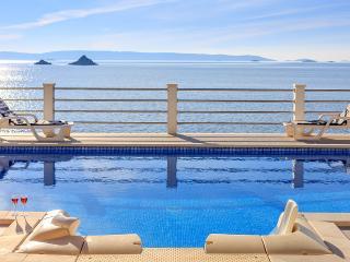 Villa Adriatic with pool on beach side, Seget Vranjica