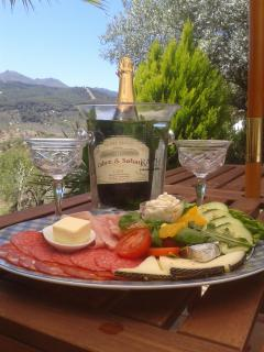 Complimentary welcome platter with a bottle of bubbly, wine or beer.  Tea, coffee, milk & water