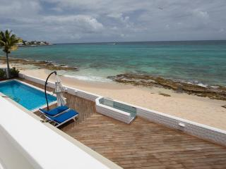 Witenblauw Estate at Pelican Key, Saint Maarten - Directly On The Beach, Sunrise View, bahía de Simpson