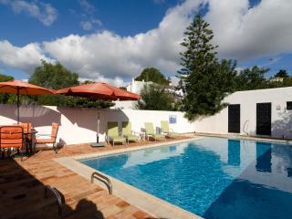 Cosy 4 bedroom villa in Carvoeiro with pool