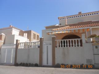 Chalet con WIFI, amplia terraza y solárium, Torrevieja