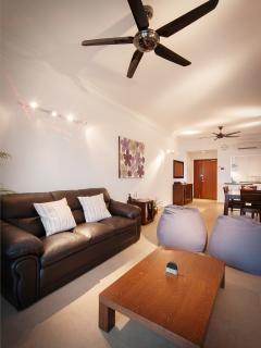 Ceiling fans and air-conditioning throughout