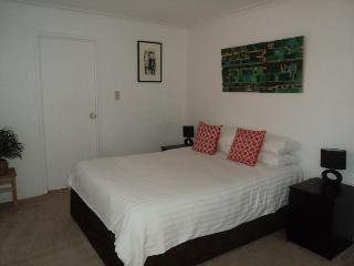 MIR01 - Lovely Darling Harbour Apartment, Sidney