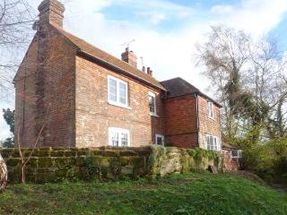 THE COTTAGE, Sky TV, WiFi, woodburner, iPad, en-suite, luxury cottage near Westfield, Ref. 917063, Brede