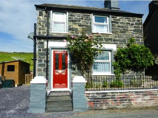 BRON HEULOG, detached, woodburner, off road parking, bike storage, garden, in Cwm Penmachno, Ref 919055, Betws-y-Coed