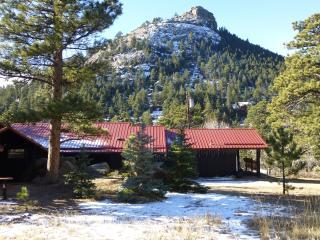 The Bunkhouse at Old Man Mountain - Walk to town!, Estes Park