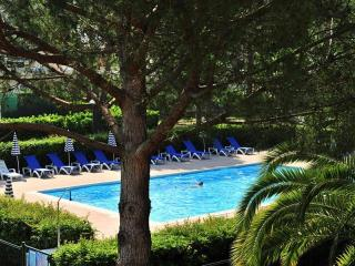 French Riviera  - Own Garden - Pool - Parking Lot - Close To The Beach
