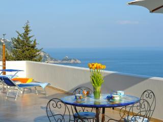 Casa Alea - vista mozzafiato sul mare, Praiano