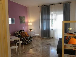 APPIA FLAT with balcony, wifi and close to metro