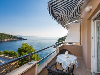 A Sea-view Apartment by the Sea, Milna