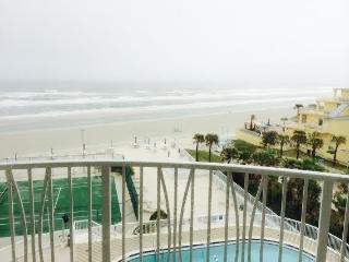 Oceanfront 3/3 Family Seaside Condo, Daytona Beach