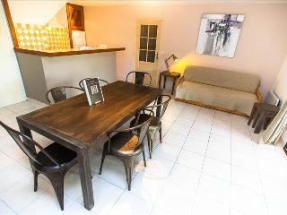 """Bel appartement """"figuier"""", très spacieux avec son grand jardin  à 5min des plage, Calvi"""