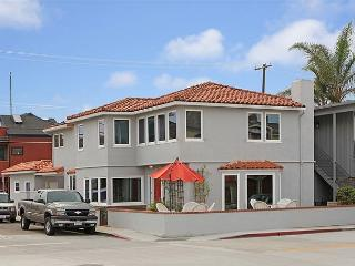 NEW REMODEL Family Beach Home! Steps From a Quiet Beach on the Bay! (68215), Newport Beach