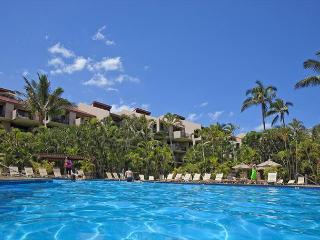 1BD/2BA Garden/pool view, XL lanai across the street from Kamaole III beach, Kihei