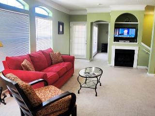 Beautiful 2 bedroom / 2 bath 2nd Floor Condo.