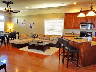 Fabulous 2-Br / 2-1/2 Bath Townhome w/ Beach View, Attached Garage, Elevator, Long Beach