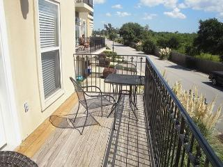 Beautiful 2 bedroom / 2-1/2 bath Townhouse just steps to the beach!