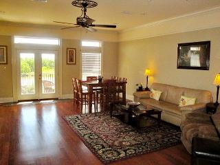 Beautiful 2 bedroom / 2-1/2 bath Townhouse just steps to the beach!, Long Beach