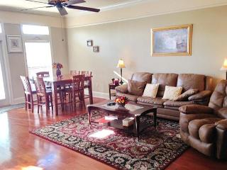 Beautiful 2 bedroom 2-1/2 bath Townhouse just steps to the Beach!, Long Beach