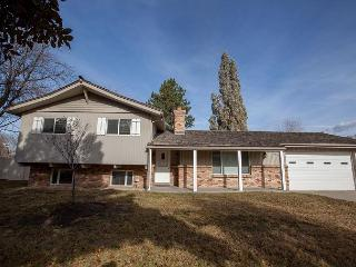 4BR/2BA Exceptional House with Hot Tub, Close to Ski Resorts, Sleeps 10, Salt Lake City