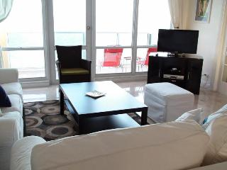 Superior 2 bedroom suites with 2 bath!Beach views!, Miami Beach
