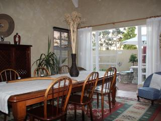 The whole house sleeps up to 6 people in 3 double rooms en-suite, Tulbagh