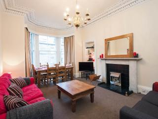 Refurbished, bright & spacious traditional flat