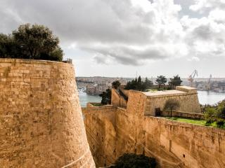 Valletta beautiful Corner Apartment ( New)