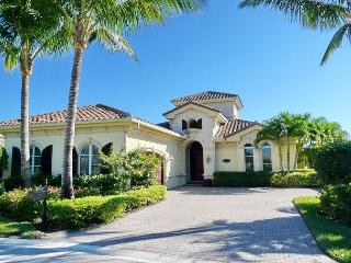 Uncompromising luxury in a tropical setting, w/ a heated pool & hot tub, Naples