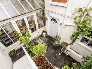 3 Bedroom Maisonette, London
