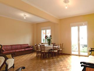 A Comfortable Apt next to the Beach, Paleo Faliro