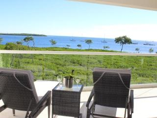 LICENSED MGR. - LUXURIOUS OCEANFRONT CONDO! - W/STUNNING OCEAN/ISLAND VIEWS!