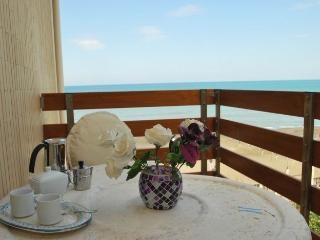 finestra murex, seafront apartment with balcony and breathtaking coastline view