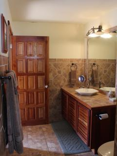 Optional 3rd bedroom has a nice big bathroom.
