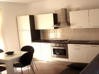 Amy Apartment East, Slatine