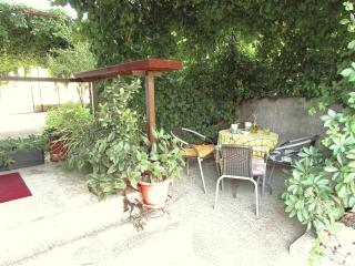 Apartment for 2 persons, with patio. Free parking, Comisa