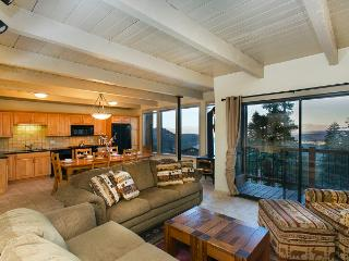 Looking for a Room with a View ? Timber Ridge #7, Lagos Mammoth