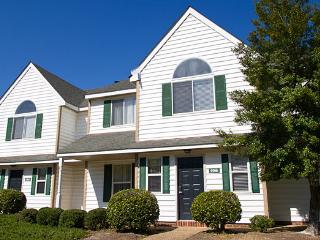 The Historic Powhatan Resort - 2 Bedroom Upstairs, Williamsburg
