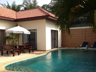 Majestic pool villa Pattaya