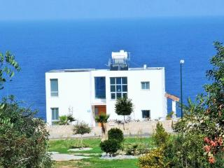 STUNNING Cliff top villa overlooking the sea, Ayios Amvrosios