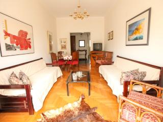 A Homely 2 Bedroom Apt in Piraeus, Pireo