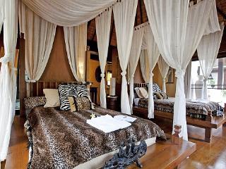 Ultra-luxurious 9 bed resort Sattahip, Na Chom Thian