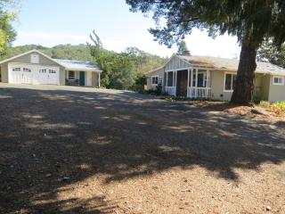 Lovely Home & Cottage Near Square, Sonoma