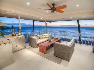 Beachfront 4 bed 4 bath Penthouse with a Stunning Panoramic Ocean View, Kihei