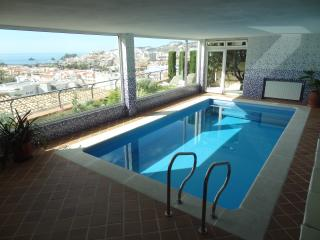 Swimming pool solarium with views