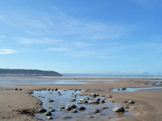 Fairway Cottage luxury holiday home,sea views ideal for families and their dogs.