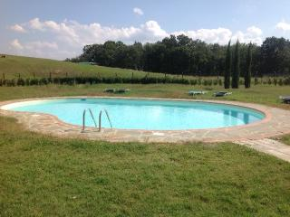 Il Noce House beautifully furnished 3 bedrooms with shared pool
