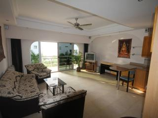 Poolview Condo 100m From The Beach, Pattaya