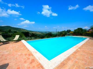 Sangiovese della casa con piscina eco honeymooner, Paciano
